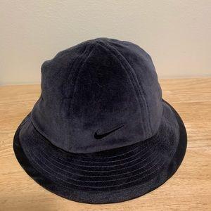 Vintage 90s black nike bucket hat